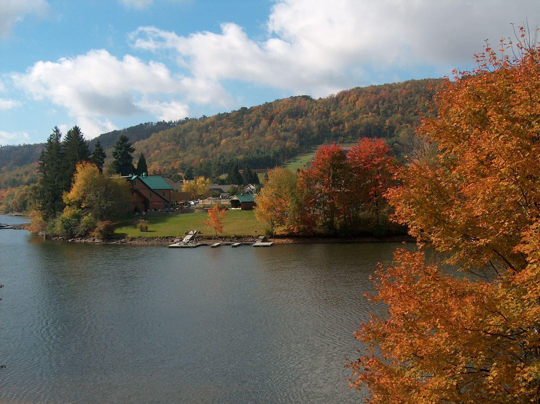 View the Best Fall Foliage Near Deep Creak Lake
